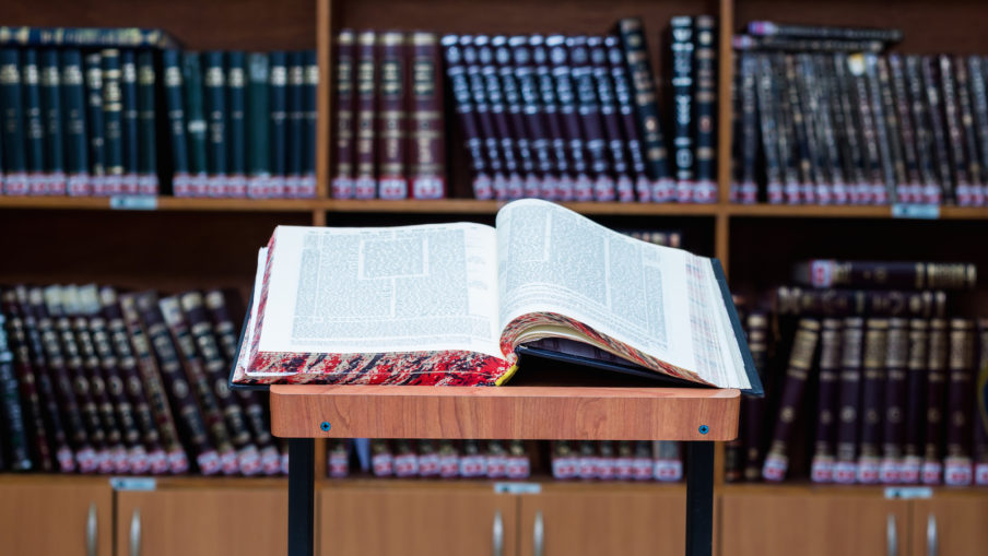 Stand for Talmud study - stender for gemara in Hebrew